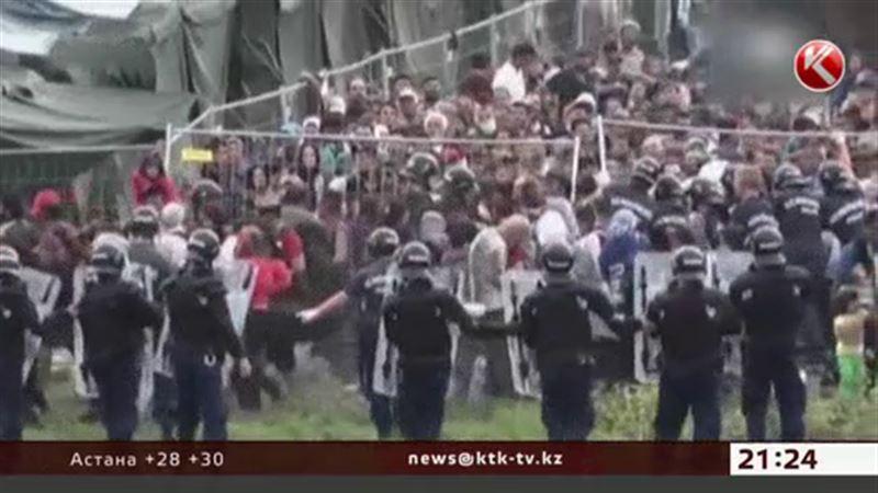 Тысячи мигрантов пешком добираются до Вены