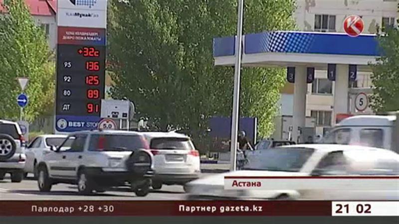 Казахстанцам объяснили, почему цены на нефть падают, а бензин дорожает