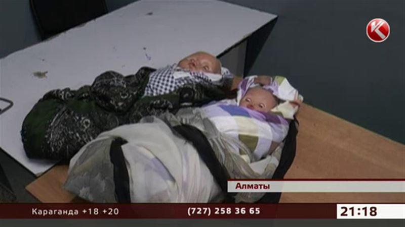 Узбекские попрошайки выдавали кукол за младенцев