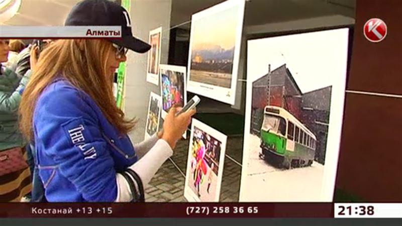 Фотографы показали, как веселится и грустит Алматы
