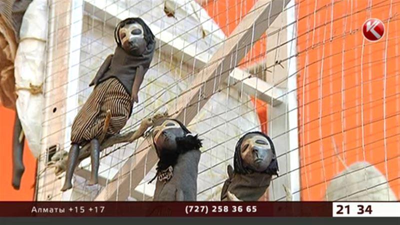 В Алматы приехали зарубежные куклы