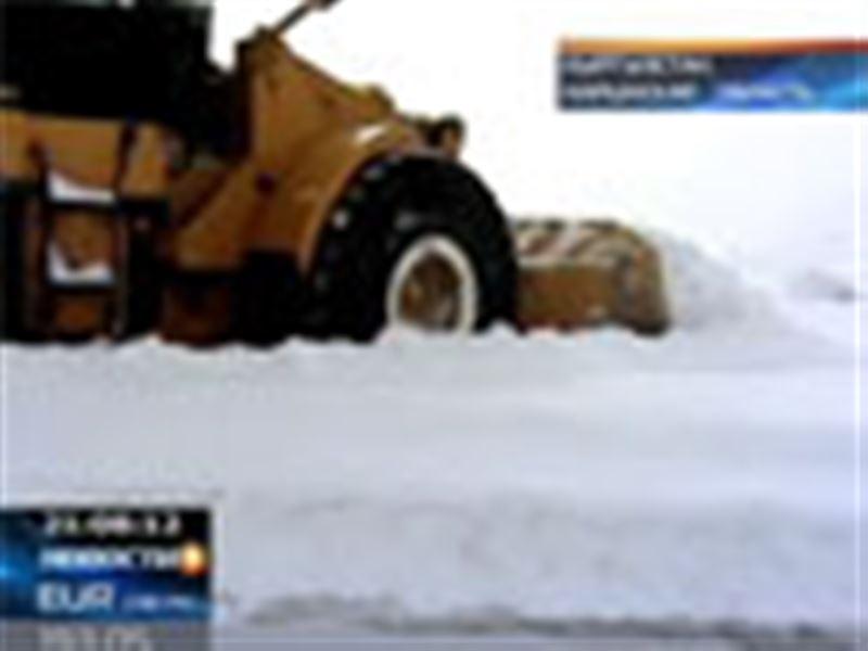 Сотни человек в снежной ловушке. В кыргызских горах из-за внезапно выпавшего снега оказались заблокированы сотни человек