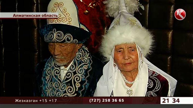 «Бриллиантовые» супруги-юбиляры отметились в ночном клубе