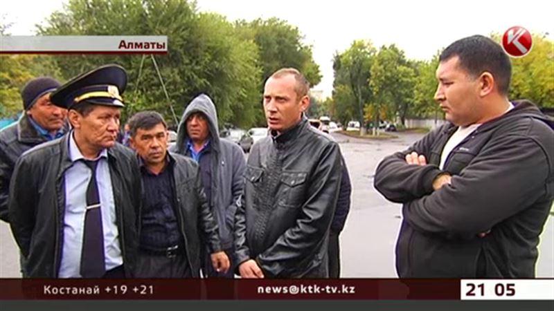 Водители алматинского автопарка заявили, что их облагают данью