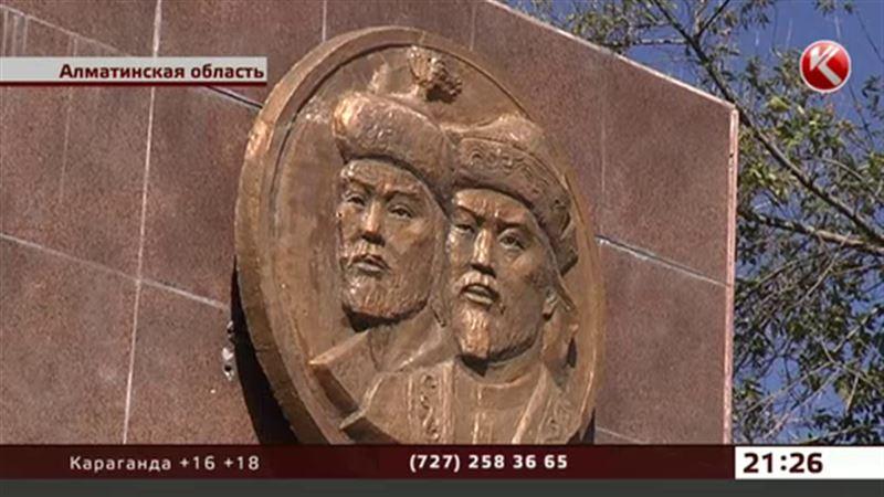 В Алматинской области разваливается памятник ханам Керею и Жанибеку