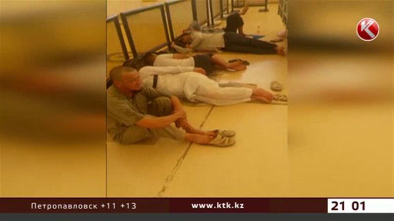 Больше двух тысяч казахстанских паломников не могут улететь из Джидды
