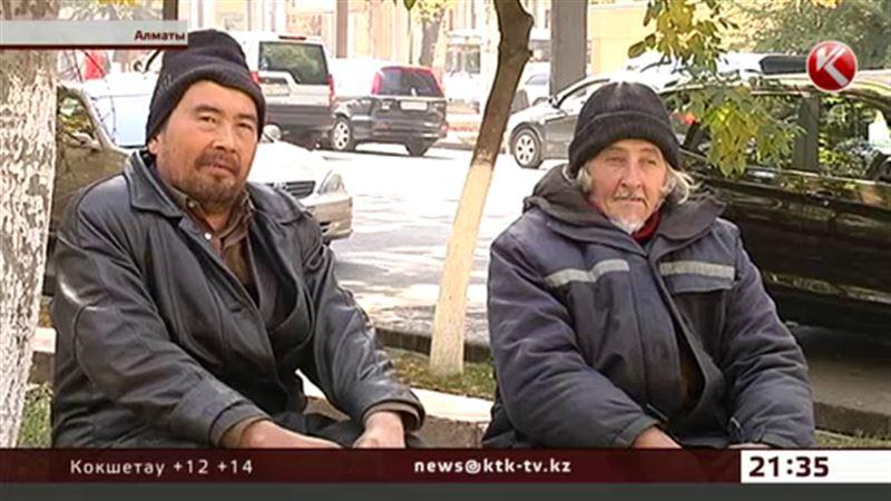 Пользователи соцсетей агитируют помочь известным алматинским бомжам