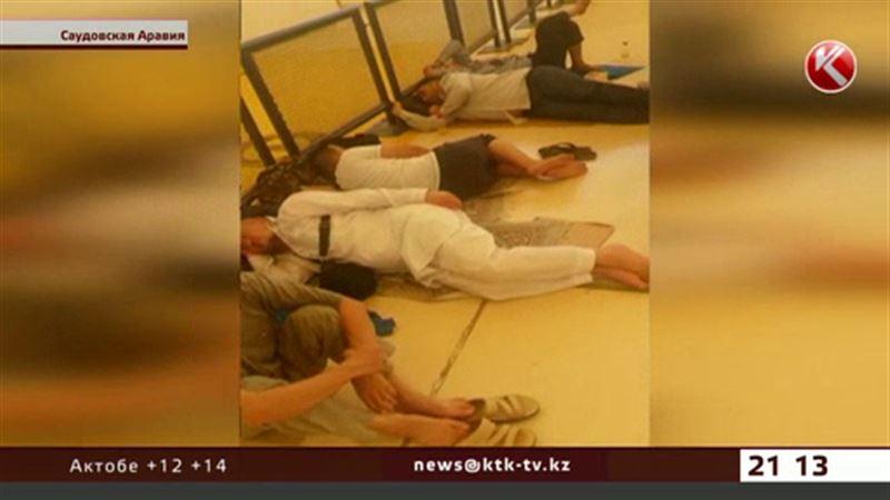 Пятеро казахстанцев скончались, тысяча не может вылететь из Саудовской Аравии
