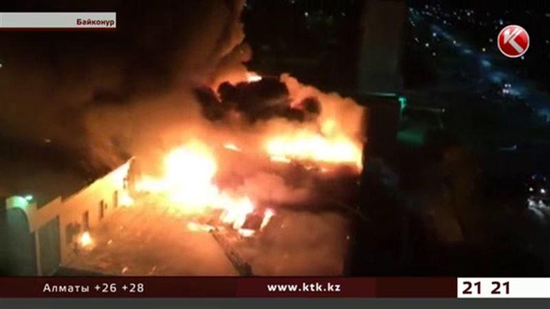 В Байконуре дотла сгорел крупный торговый центр