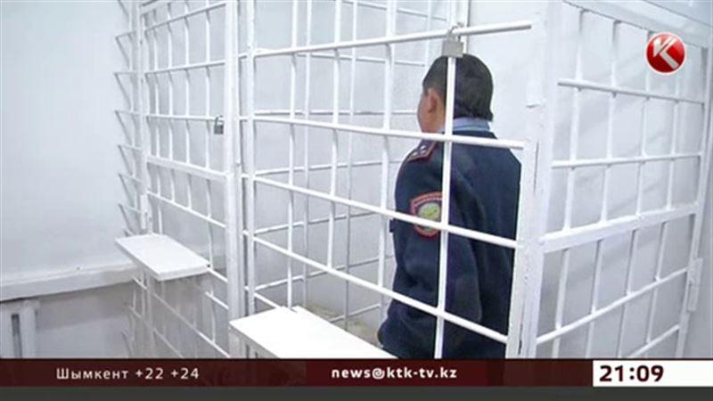 Атырауские полицейские задержали лжеколлегу