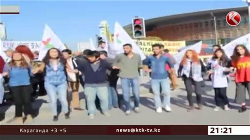 Турция хоронит погибших в чудовищном теракте