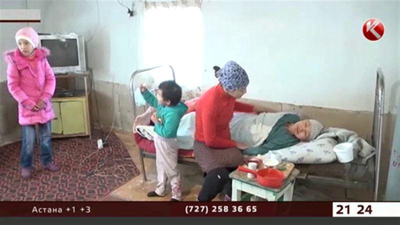В Атырауской области под завалами дома может оказаться семья инвалидов