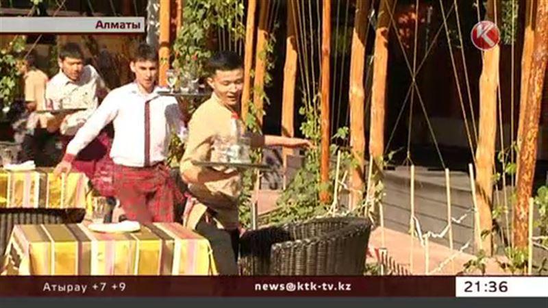 Алматинских официантов заставили бежать дистанцию