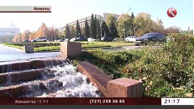 Вода из фонтана затопила алматинский акимат
