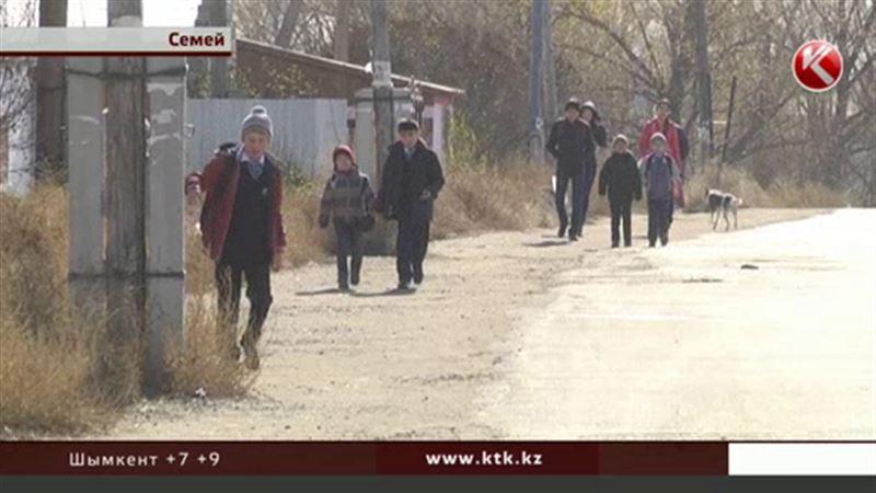 Жители дачного массива в Семее лишились единственного автобуса
