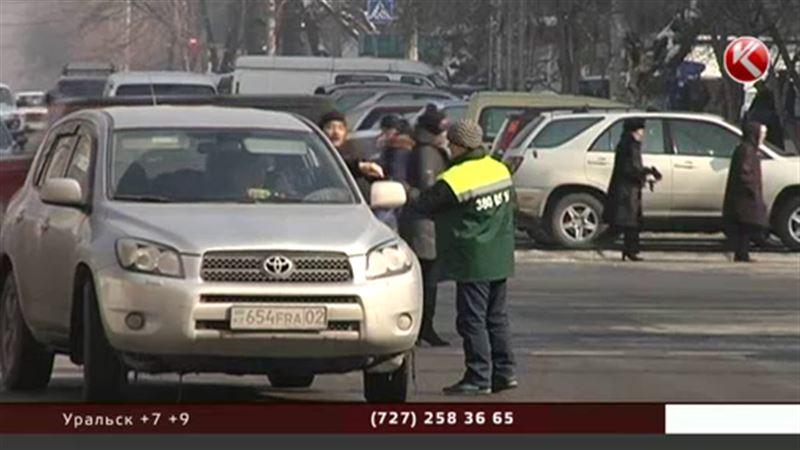 В Алматы отменят плату за парковку