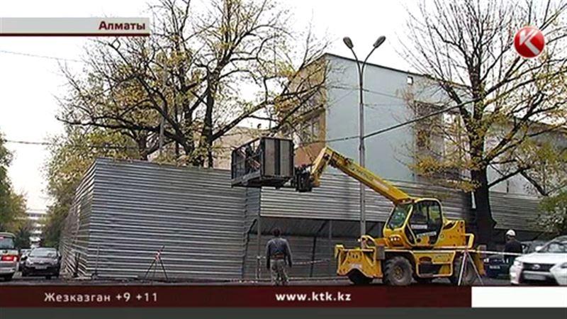 Стекло и алюкобонд вытесняют старые здания Алматы