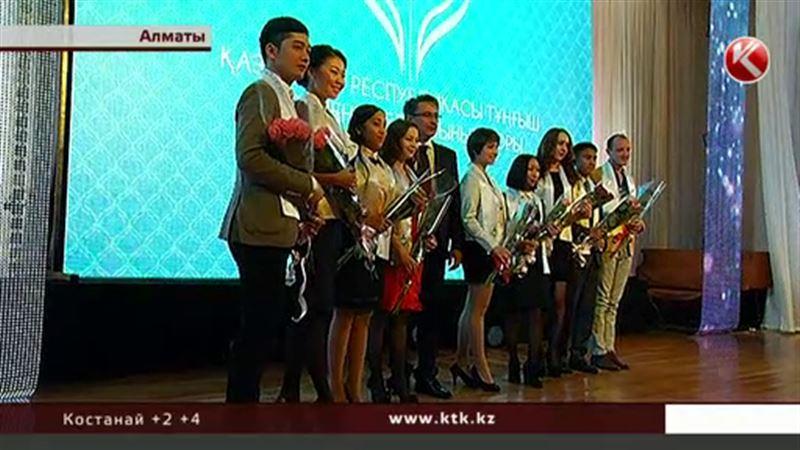Лучшим студентам страны вручили премии
