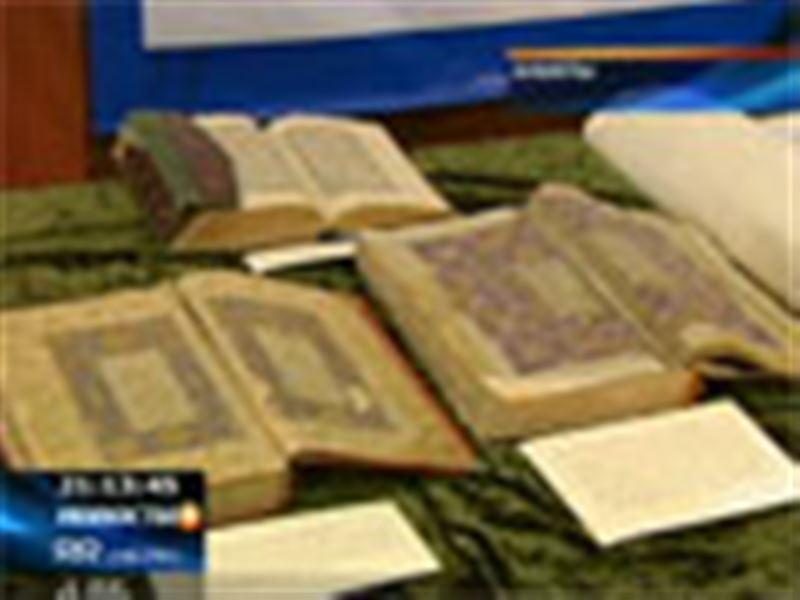 Старинные фолианты и рукописи скоро могут исчезнуть из казахстанских библиотек, заявили специалисты