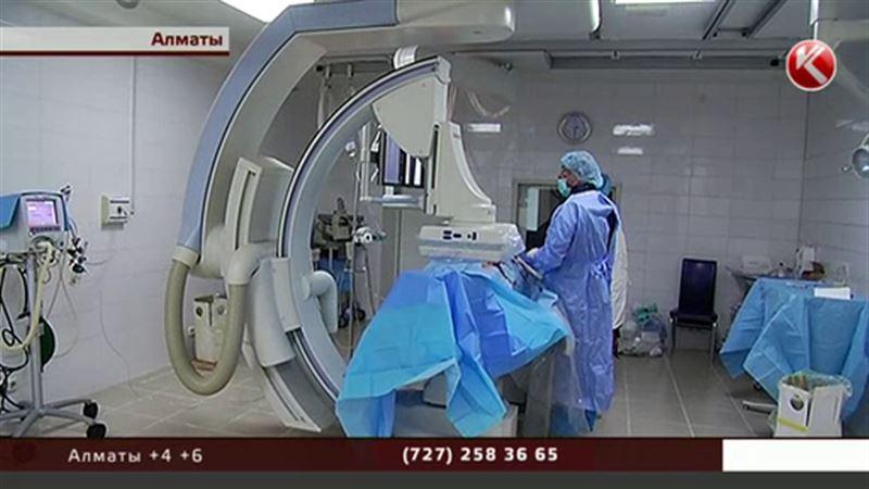 Зарубежные хирурги учат алматинских коллег делать операции на сосудах