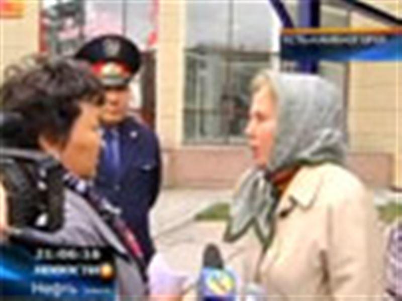 В Усть-Каменогорске пенсионерки распевали частушки, протестуя против подорожания проезда в общественном транспорте