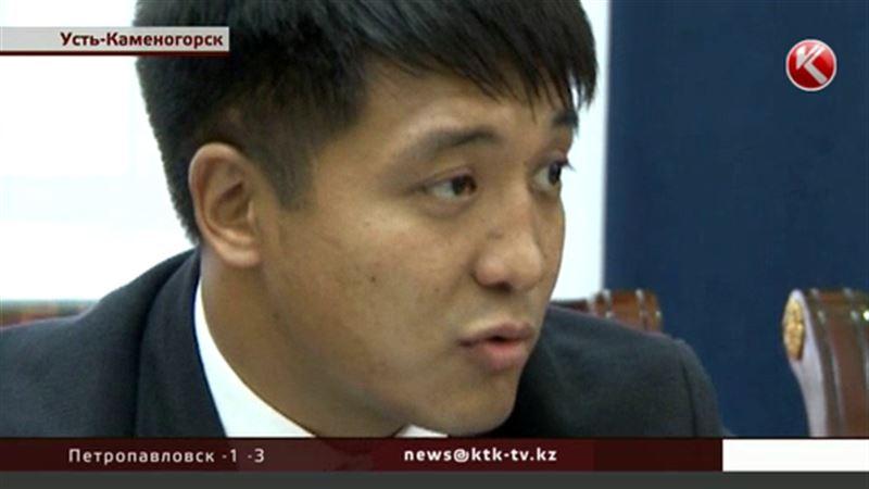 Чиновника из Восточного Казахстана едва не зарезали