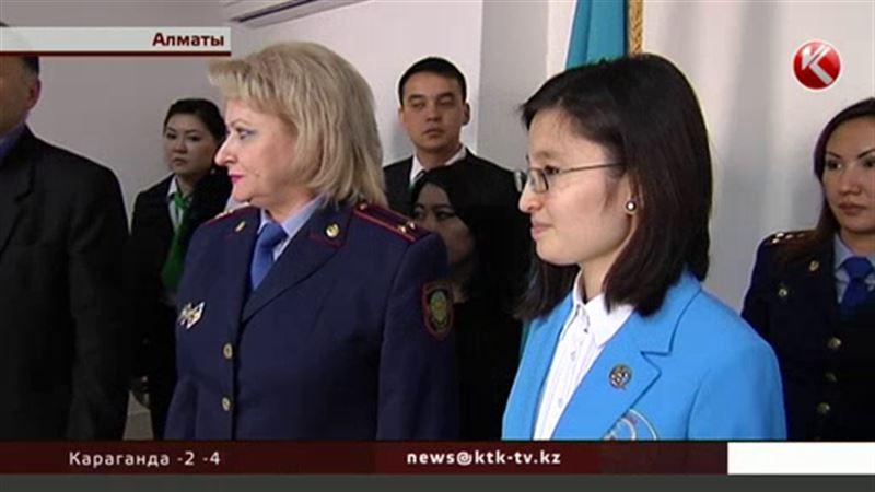 В Алматы вручили паспорт шестимиллиардной жительнице Земли
