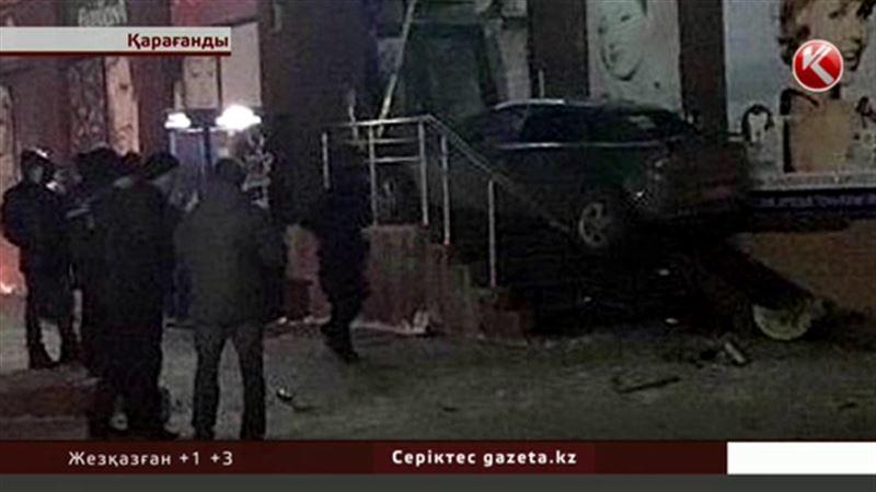Полициядан қашқан күдікті көлігімен адам қағып дәріхананы қиратты