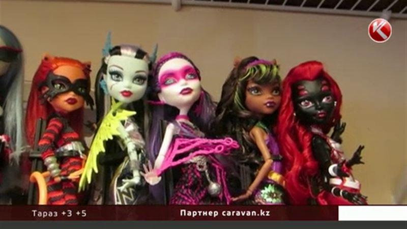 Казахстанским детям продают кукол-мертвецов с гробами в придачу