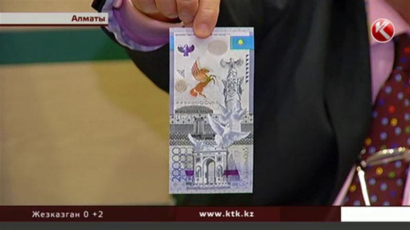 Казахстанцы будут пользоваться пластиковыми деньгами