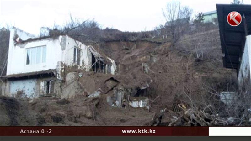 Алматинцев эвакуировали из-за селя
