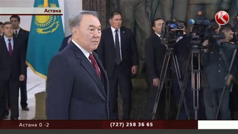 Цветы для главы государства: страна отмечает День Первого Президента
