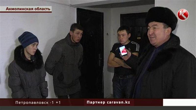 Щучинские чиновники выселили сирот из-за фекалий под дверью