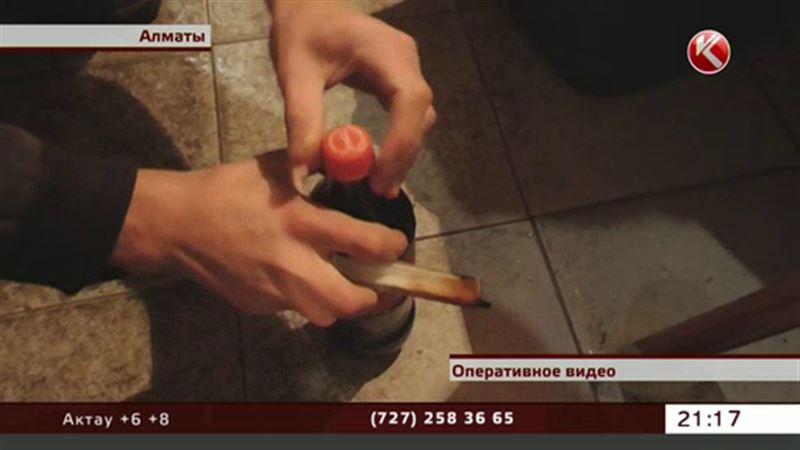 Из кислоты, сахара и сомнительного сиропа делали колу в Алматы
