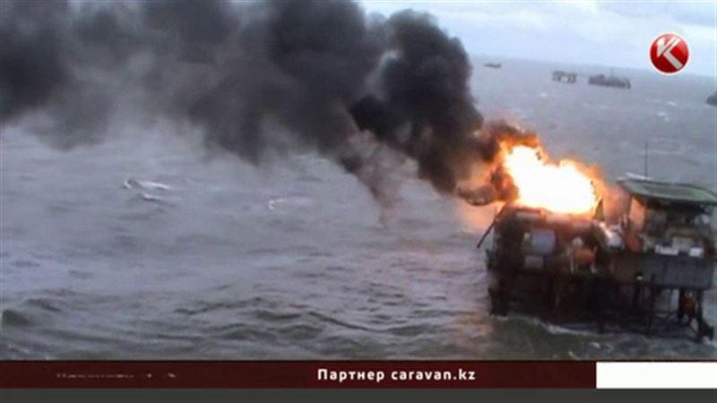 Азербайджан приостановил добычу нефти и газа на горящей платформе