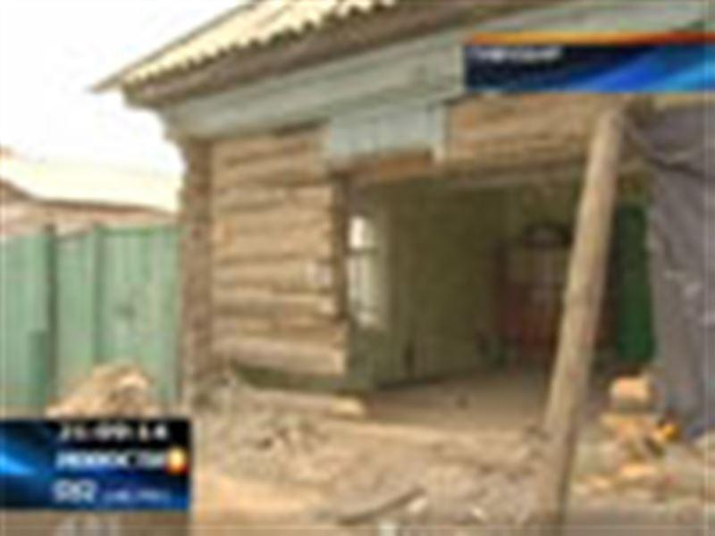 В центре Павлодара внедорожник «Тойота» проломил стену и буквально влетел в частный дом