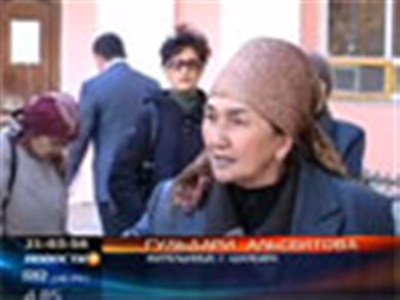 В Актюбинской области торговцы сгоревшего рынка устроили митинг прямо под окнами акимата