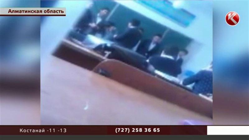 Уровень знаний казахстанских школьников повышают пощечинами