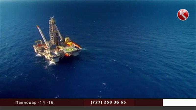 Цены на нефть рухнули до 11-летнего минимума