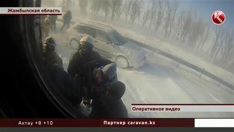 В Жамбылской области больше 400 человек стали заложниками стихии