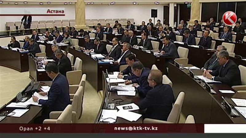 Қаржы министрі сырттан алынатын қыруар қарызға  бола уайымдамауға кеңес берді