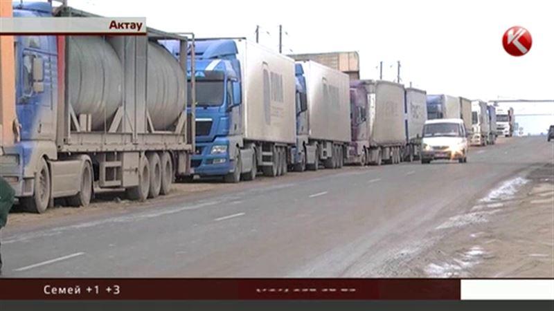 В актауском порту десятки турецких фур не могут дождаться отправки