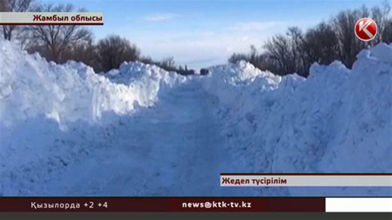 В Жамбылской области 4000 человек оказались в снежной изоляции