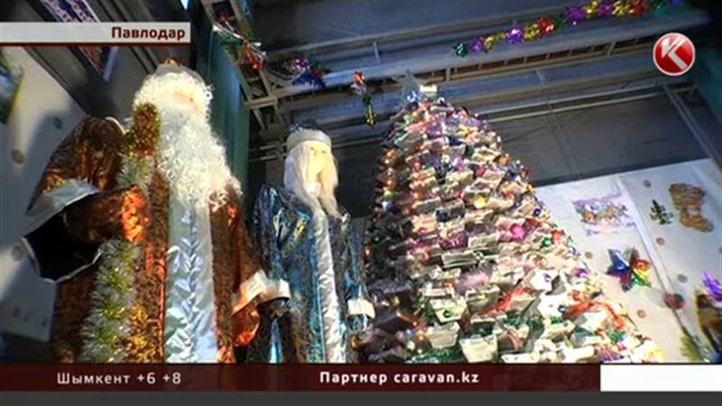Павлодарские металлурги смастерили елку из алюминия весом в четыре тонны