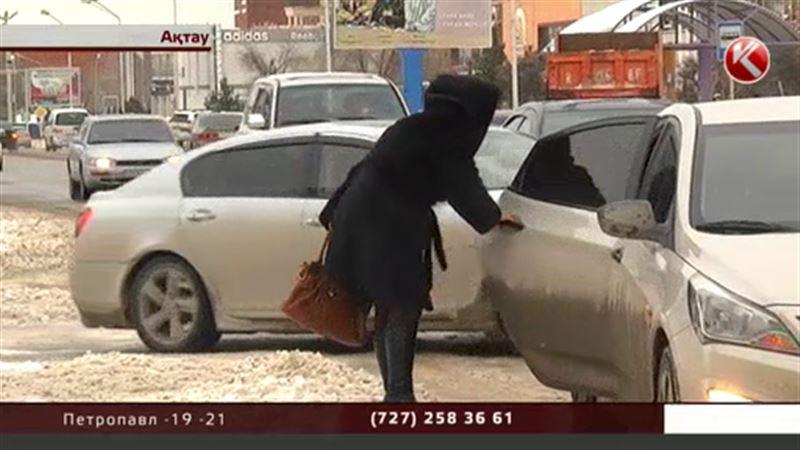 Из-за выпавшего снега в Актау резко подскочили цены на такси
