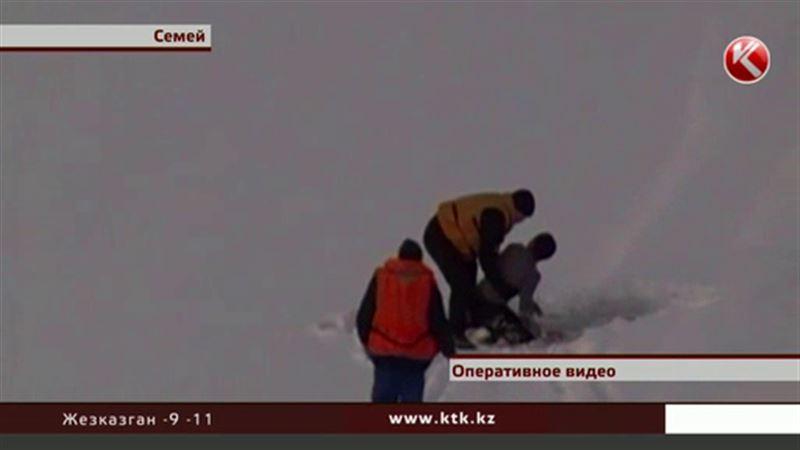 В Семее мужчина спрыгнул с моста в ледяной Иртыш и остался жив