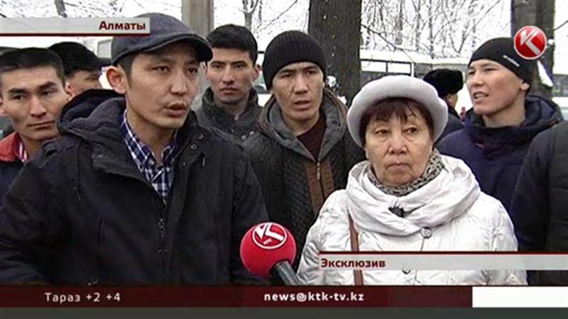 Алматинские перевозчики бастуют против безналичного расчета