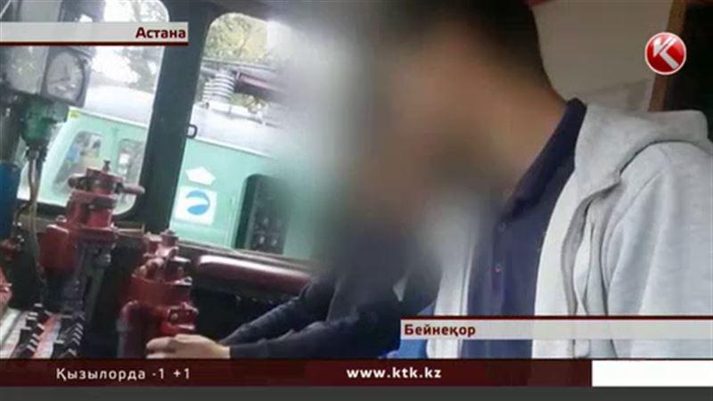 Астанада электровозды айдап әкетіп кабинасында қыз зорлағандар сотталды