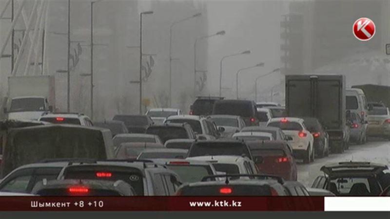 Казахстанским водителям теперь придётся платить и за утилизационный сбор