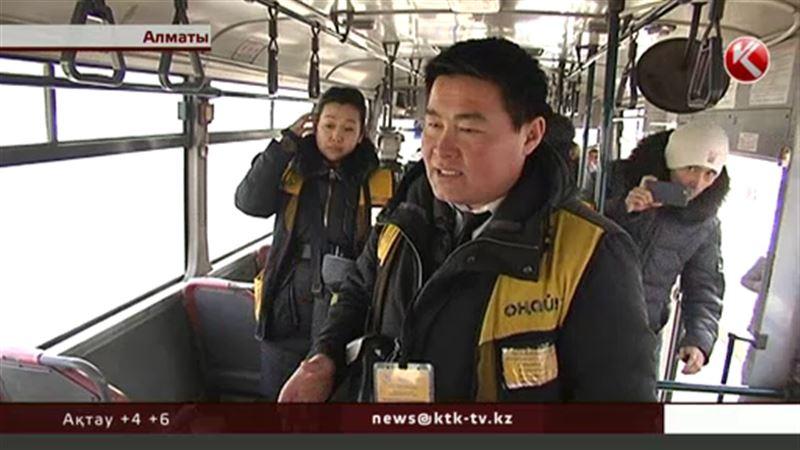 Алматыда «Оңай» жүйесіне қарсы шығып, автобусты тоқтатып қойған жолаушыларды полиция ұстап әкетті